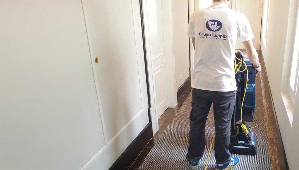 limpiando moqueta hotel madrid