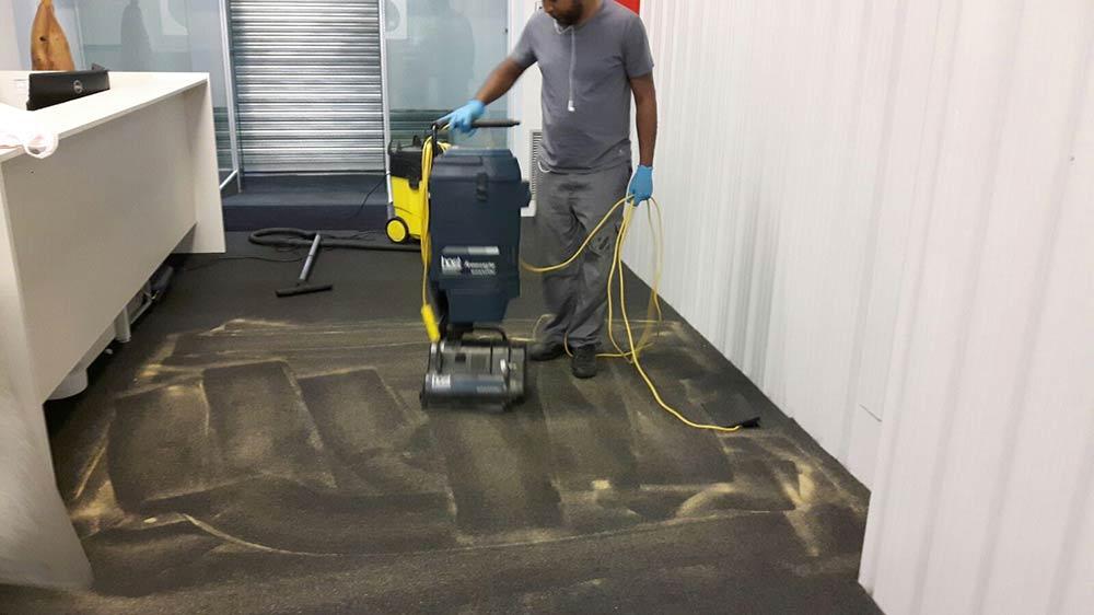 Limpieza de oficinas de the cocktail experience en madrid for Precios limpieza alfombras madrid